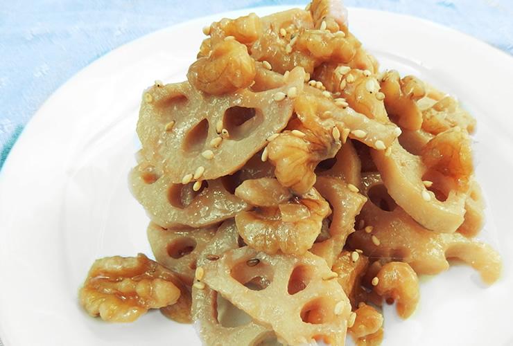 クルミとれんこんの味噌炒め